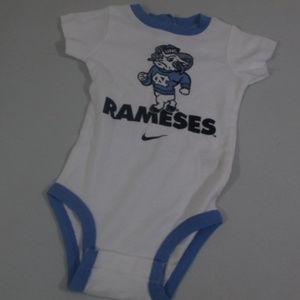 Nike UNC Rameses Romper Infant 3/6 Months White